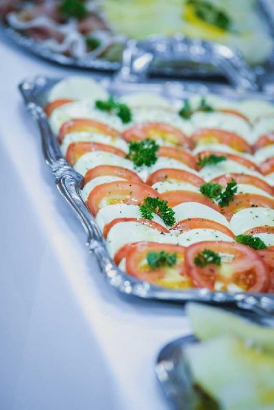 Das Bild Catering-Tomate-Mozzarella.jpg vergrössern