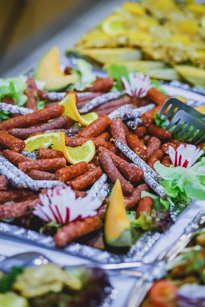 Das Bild Catering-herzhaft-Wurst-Fingerfood.jpg vergrössern
