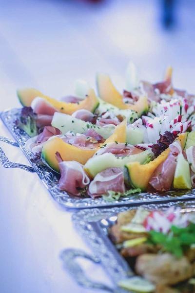 Das Bild Catering-roher-Schinken-mit-Melone.jpg vergrössern